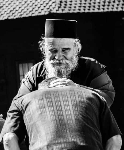 Οι πνευματικοί εξετάζουν πάντοτε τις θλίψεις, τους πόνους, τις αποτυχίες ενός ανθρώπου, διότι αυτές έχουν μεγαλύτερη σημασία και από τις αμαρτίες